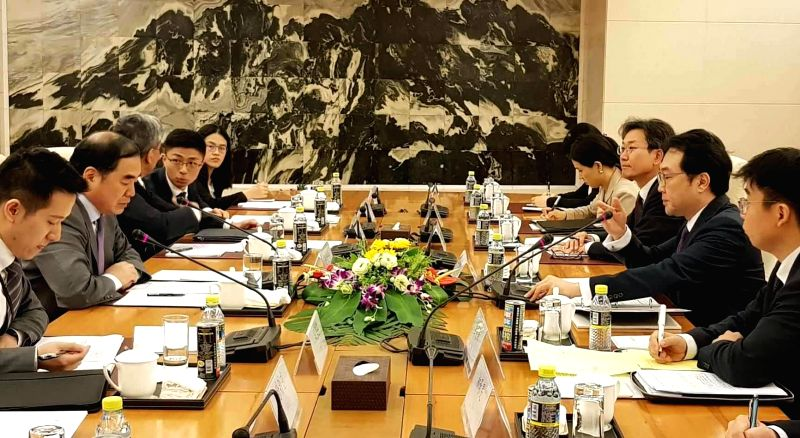 Lee Do-hoon (2nd from R), South Korea's top nuclear envoy, holds a meeting with his Chinese counterpart Kong Xuanyou (2nd from L) on Korean Peninsula issues in Beijing on Aug. 6, 2018, in ...
