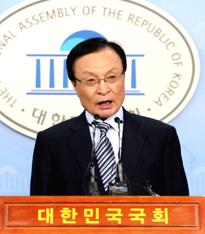 Lee Hae-chan, a seven-term lawmaker of the ruling Democratic Party (DP), holds a press conference at the National Assembly in Seoul on July 20, 2018, to announce his bid to compete in the ...