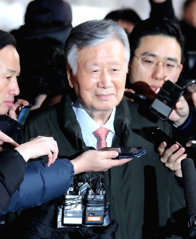 Lee Joong-keun, chairman of Booyoung Group, a major construction and real estate business group, is surrounded by reporters after arriving at the Seoul Central District Prosecutors' Office on ...