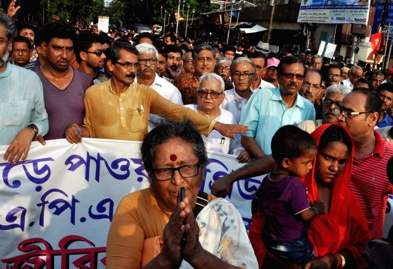 Left Front chairman Biman Bose with Bhangar Jomi Jibika Rokkha Committee members take out a rally against West Bengal Government demanding suspension of Power grid project from Bhangar and ... - Biman Bose