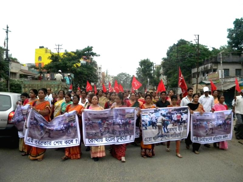 Leftists activists participate in a protest rally against West Bengal Government in Asansol near Kolkata on Aug 27, 2014.