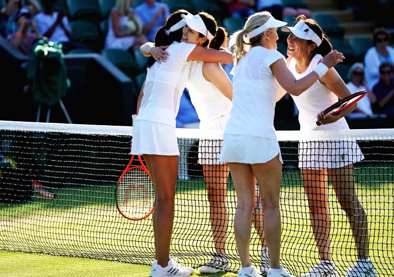 Li Na (2nd L) of China, Ai Sugiyama (1st R) of Japan greet with Tracy Austin (2nd R) of the United States and Anne Keothavong of Britain after their ladies' invitation doubles third round match at ...