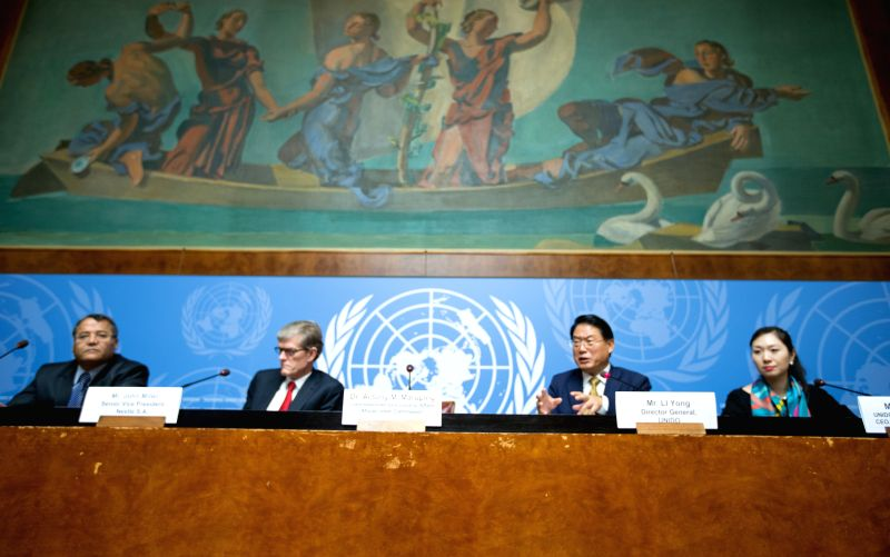 Li Yong (2nd R), director general of the United Nations Industrial Development Organization (UNIDO), addresses a press conference in Geneva, Switzerland, Dec. 9, ...