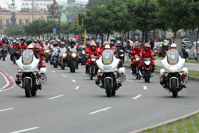 "Members of the Police guard the ""Patriotic Motorcycle Parade 2014"" in Lima city, capital of Peru, on July 20, 2014. Motorcyclists took part in the Patriotic ."