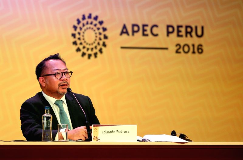 LIMA, Nov. 16, 2016 - Eduardo Pedrosa, Secretary-General of the Pacific Economic Cooperation Council (PECC), addresses a press conference for the Release of State of the Region 2016-2017 by the PECC, ...