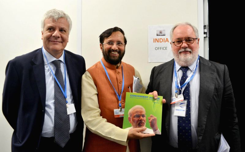 Lima (Peru): The Minister of State for Environment, Forest and Climate Change (Independent Charge) Prakash Javadekar presents the book on Climate Change authored by the Prime Minister Narendra Modi .. - Narendra Modi