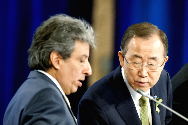 Lima : United Nations Secretary-General Ban Ki-moon (R) talks with COP 20/CMP 10 President Manuel Pulgar-Vidal, at the high-level segment of the United Nations Conference on Climate Change in Lima, ..