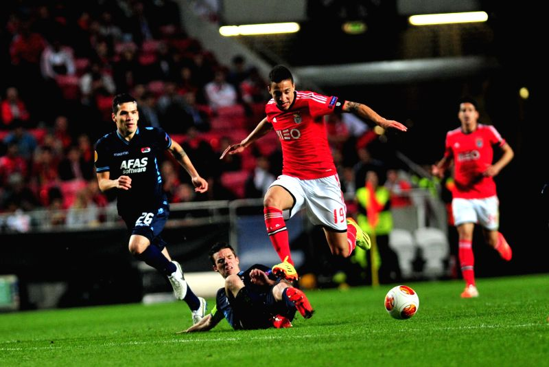 Rodrigo Moreno (2nd R) of Benfica competes during the quarter-final match against AZ Alkmaar at the Europa League in Lisbon, Portugal, on April 10, 2014. Benfica ...