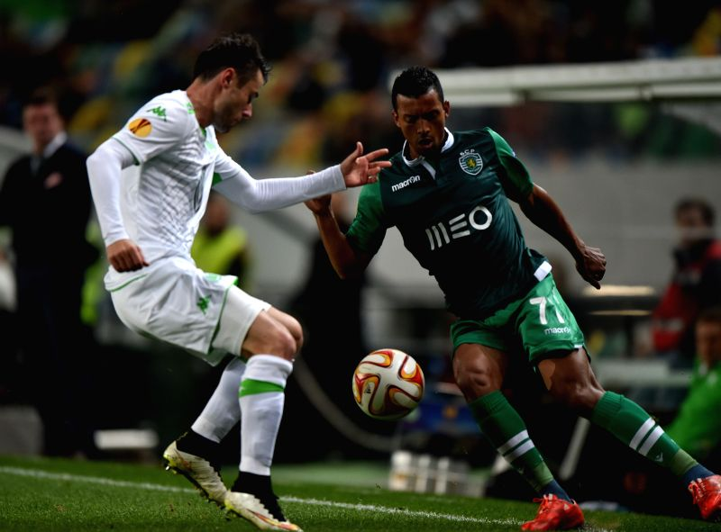 Sporting's Nani (R) vies for the ball during the UEFA Europa League round of 32 second leg match between Sporting Clube de Portugal and VfL Wolfsburg at the Jose ...