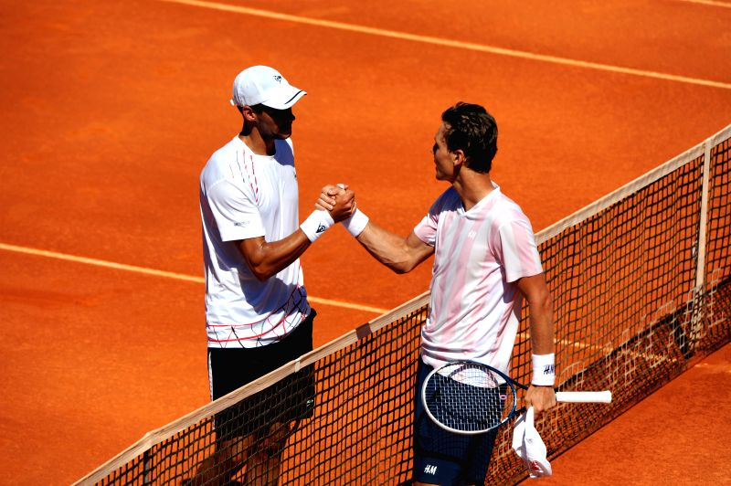 Tomas Berdych (R) of the Czech Republic greet Victor Hanescu of Romania after their men's singles semifinal match at the 2014 Portugal Tennis Open in Lisbon, Portugal,