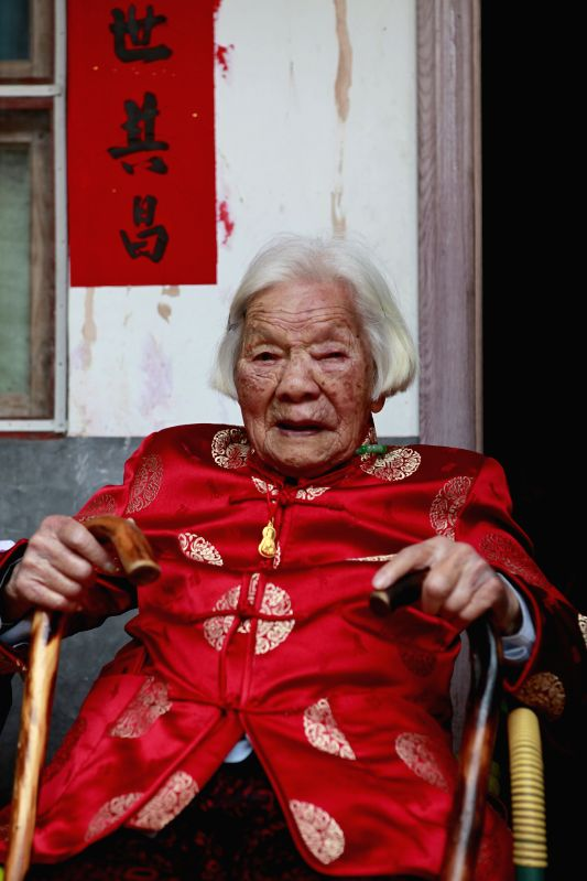 Zhu Jinjuan attends a family get-together celebrating her 110th birthday in Chiyang Village under Jinyun County of Lishui, east China's Zhejiang Province, May 1, 2014.