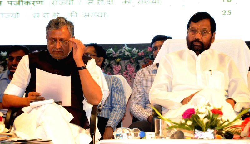 LJP chief and Union Minister for Consumer Affairs, Food and Public Distribution Ramvilas Paswan and BJP leader Sushil Kumar Modi during a seminar on Food Security in Patna, on May 17, 2016. - Sushil Kumar Modi