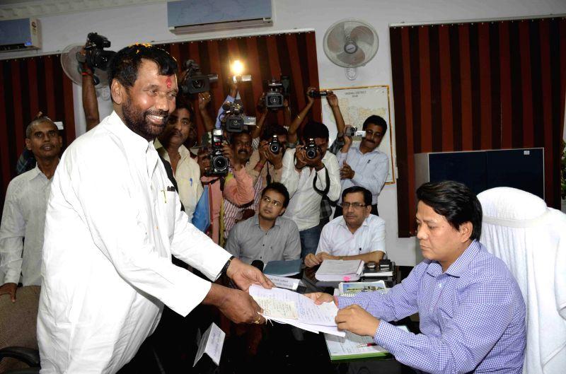 LJP supremo Ram Vilas Paswan files his nomination papers in Hajipur on April 15, 2014.