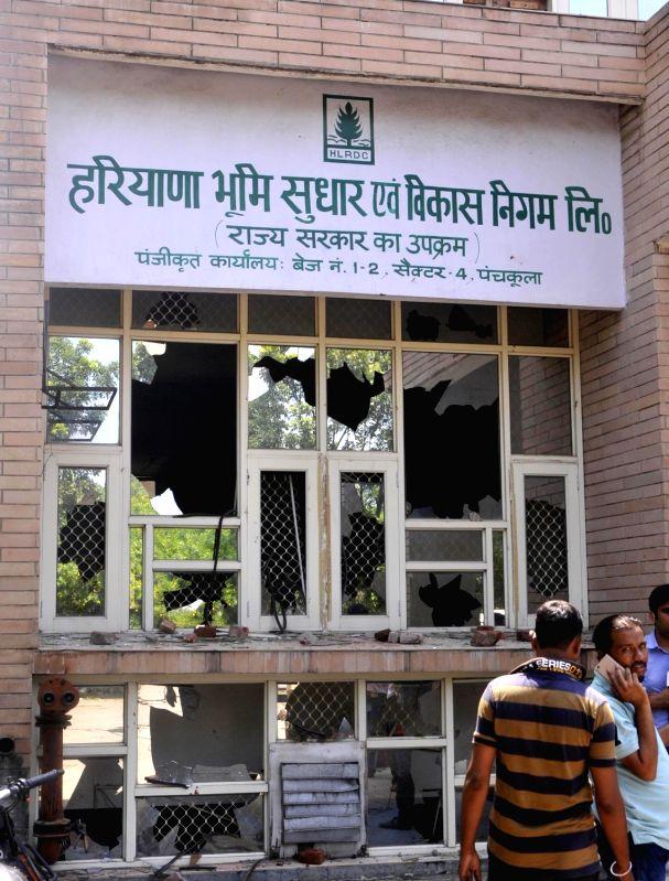 Panchkula (Haryana): Gurmeet Ram Rahim Singh's followers stage violence