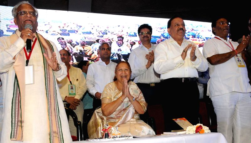 Lok Sabha Speaker Sumitra Mahajan and Union Health Minister Harsh Vardhan during a programme organised on the first foundation day of International Vaish Federation in New Delhi on July 13, 2014. - Sumitra Mahajan