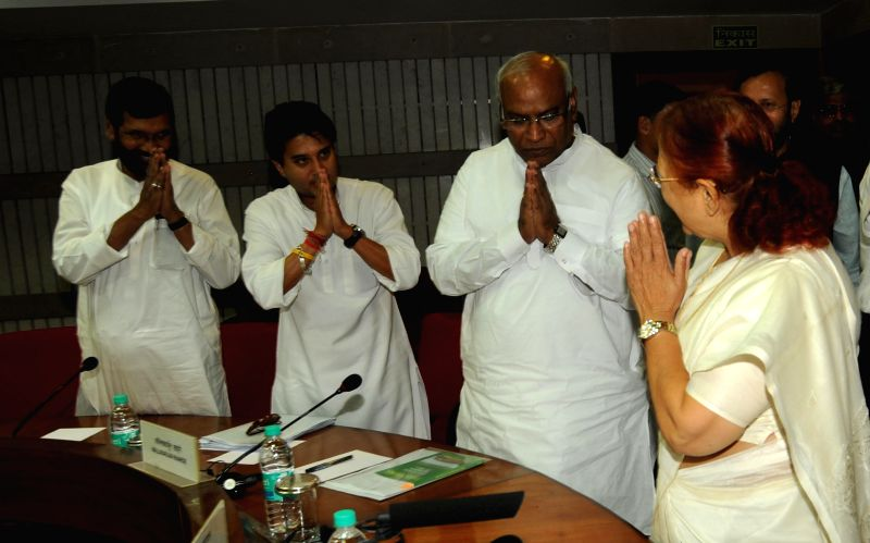 Lok Sabha Speaker Sumitra Mahajan greeting Congress leader in Lok Sabha Mallikarjun Kharge, Jyotiraditya Scindia and Ram Vilas Paswan during an all party meeting ahead of the budget session in New ... - Sumitra Mahajan
