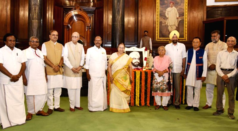 Lok Sabha Speaker Sumitra Mahajan, Union Chemicals and Fertilizers Minister Ananth Kumar, Lok Sabha Deputy Speaker M. Thambi Durai and others pays tribute to former Lok Sabha Speaker late ... - Sumitra Mahajan and Ananth Kumar