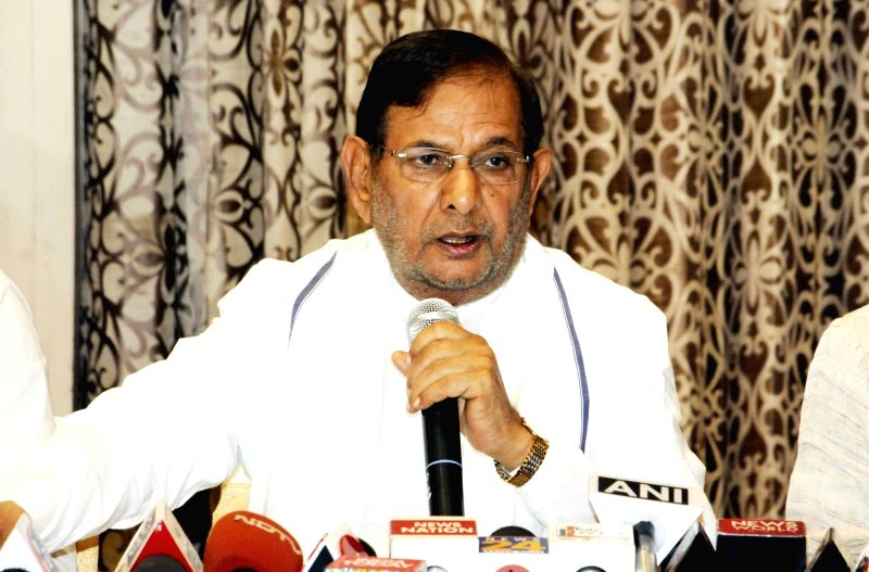 Loktantrik Janata Dal leader Sharad Yadav addresses a press conference, in Patna on June 12, 2018. - Sharad Yadav