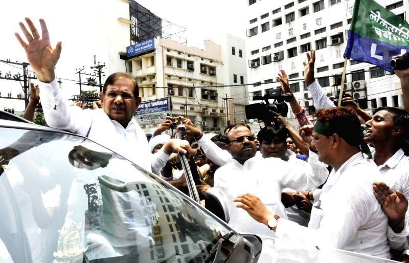Loktantrik Janata Dal leader Sharad Yadav leads a demonstration against hike in fuel prices in Patna on June 11, 2018. - Sharad Yadav
