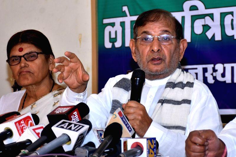 Loktantrik Janta Dal (LJD) leader Sharad Yadav addresses a press conference in Jaipur, on Aug 6, 2018. - Sharad Yadav