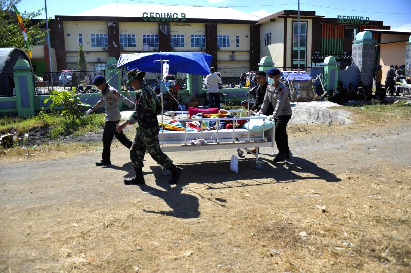 LOMBOK, Aug. 7, 2018 - Indonesian soldiers transfer a patient to an emergency tent outside the Tanjung hospital in Lombok island, Indonesia, on Aug. 7, 2018. Death toll from Sunday's 7.0-magnitude ...
