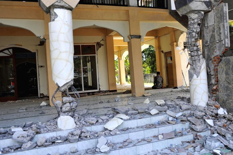 LOMBOK, Aug. 8, 2018 - An Indonesian man prays inside the broken mosque caused by earthquake in North Lombok, West Nusa Tenggara, Indonesia, Aug. 8, 2018. The death toll of Indonesia's 7.0-magnitude ...