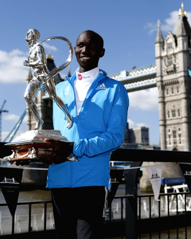 Wilson Kipsang of Kenya poses with his trophy during the champions photocall of 2014 London Marathon near Tower Bridge in London, Britain on April 14, 2014. Wilson .