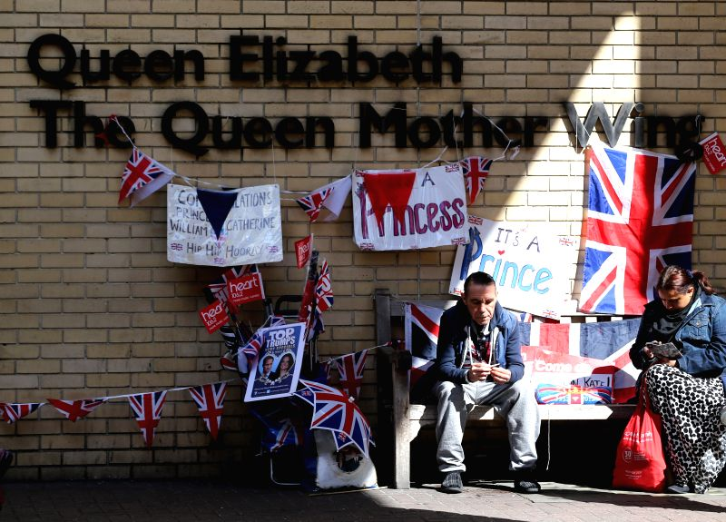 Royal enthusiasts wait outside the Lindo wing of St Mary's Hospital in London, Britain, April 28, 2015. Catherine, Duchess of Cambridge, is expected to give birth ...