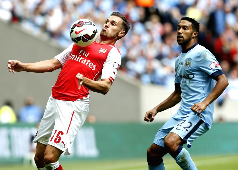 Aaron Ramsey (L) of Arsenal controls the ball during the Community Shield match between Arsenal and Manchester City at Wembley Stadium in London, Britain on Aug. 10,