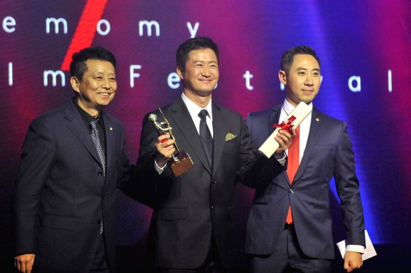 LONDON, Dec. 7, 2017 - Actor Wu Jing (C) receives the Special Contribution Award at the China Britain Film Festival 2017 awards ceremony in London, Britain, on Dec. 6, 2017. - W