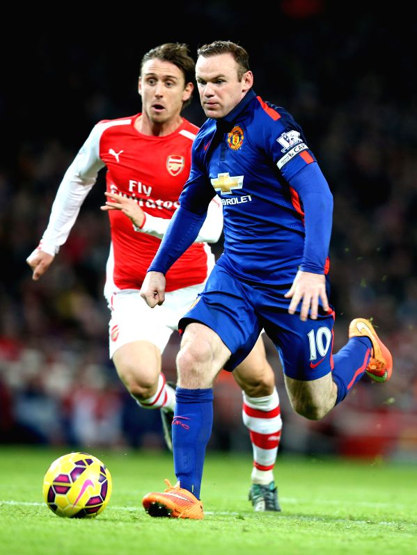 London (England): Wayne Roony (R) of Manchester United breaks through during the Barclays Premier League match between Arsenal and Manchester United at Emirates Stadium in London, on Nov. 22, 2014. ..