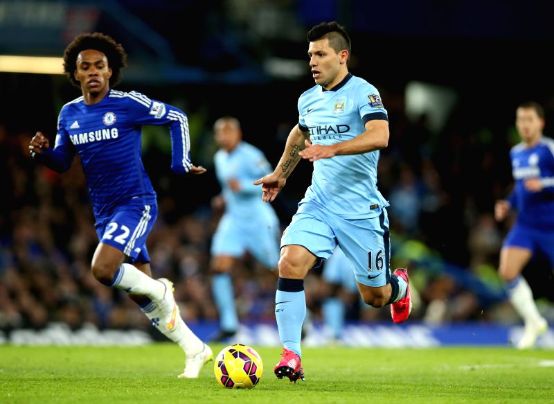 Sergio Aguero (R) of Manchester City vies with Willian of Chelsea during the Barclays Premier League match between Chelsea and Manchester City at Stamford Bridge in ..