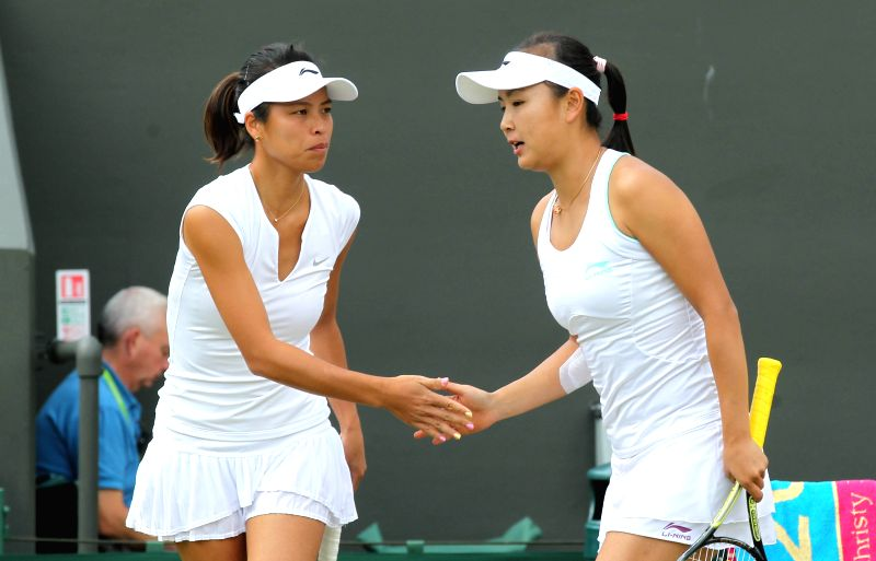 China's Peng Shuai(R) and Chinese Taipei's Hsieh Su-wei react during the women's doubles third round match against France's Mladennvic and Hungary's Babos at the 2014