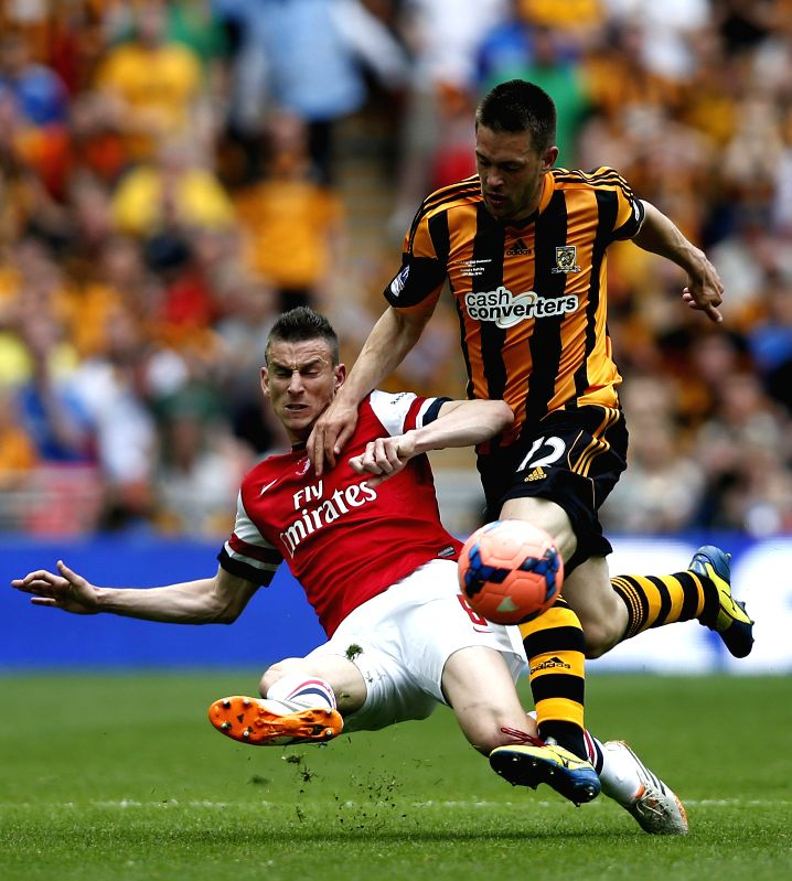 Laurent Koscielny (L) of Arsenal vies with Matty Fryatt of Hull City during their FA Cup final at Wembley Stadium in London, Britain, on May 17, 2014. Arsenal ended ..