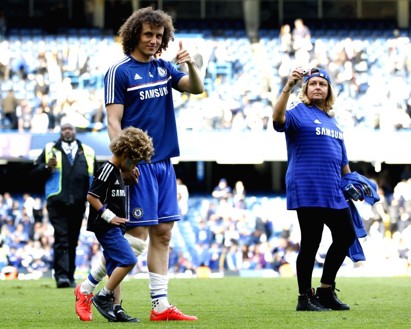 David Luiz (C) of Chelsea acknowledges the crowd following the Barclays Premier League match against Norwich at Stamford Bridge Stadium in London, Britain on May 4, ...