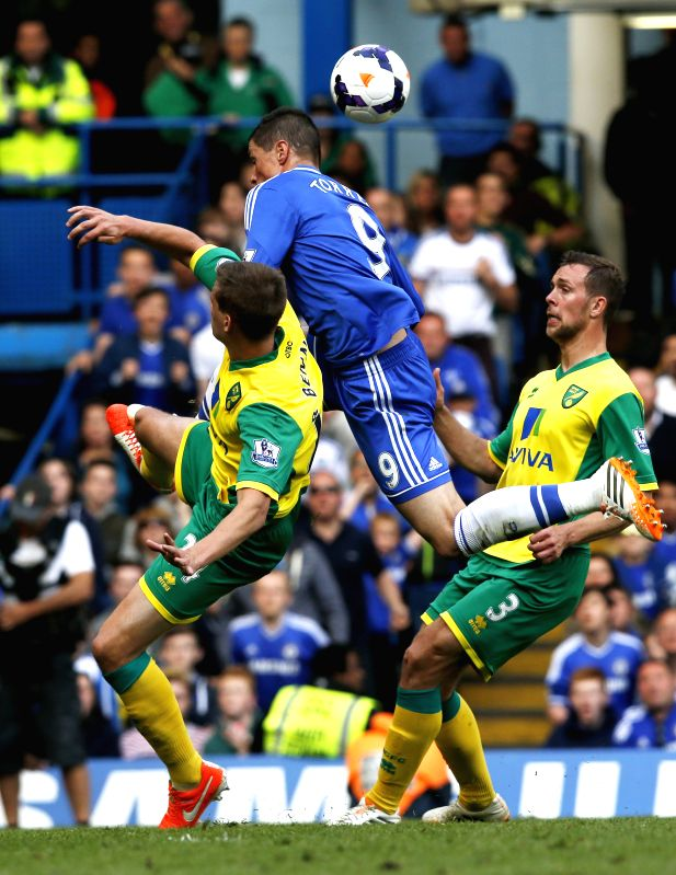 Fernando Torres (C) of Chelsea vies with Ryan Bennett (L) and Steven Whittaker of Norwich during the Barclays Premier League match at Stamford Bridge Stadium in ...