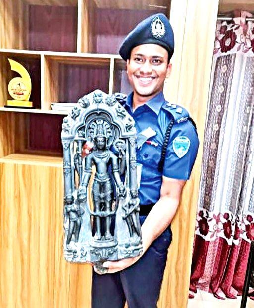 Lord Vishnu idol made of black stone recovered in B'desh