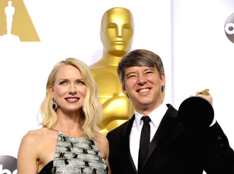 "Editor Tom Cross (R) poses with Naomi Watts after winning the Best Film Editing award for ""Whiplash"" during the 87th Academy Awards at the Dolby ..."