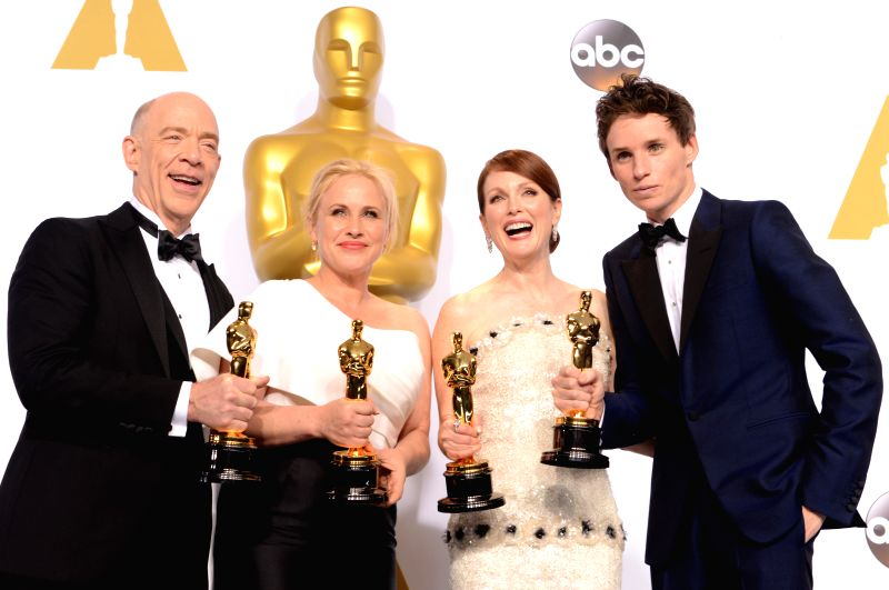 (From R to L) Actor Eddie Redmayne, actress Julianne Moore, actress Patricia Arquette and actor J.K. Simmons pose during the 87th Academy Awards at the Dolby ... - Eddie Redmayne