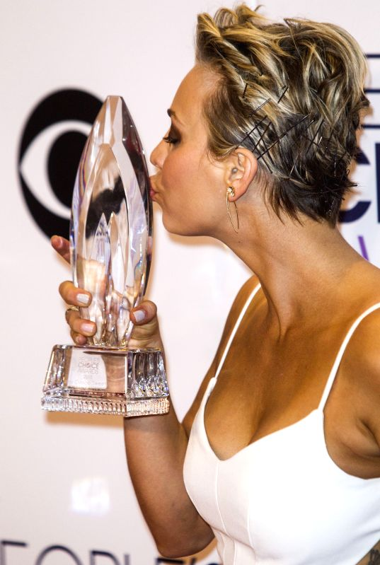 Actress Kaley Cuoco-Sweeting poses with the award for Favorite Comedic TV Actress in the press room at the 41st Annual People's Choice Awards at Nokia Theatre in - Kaley Cuoco-Sweeting