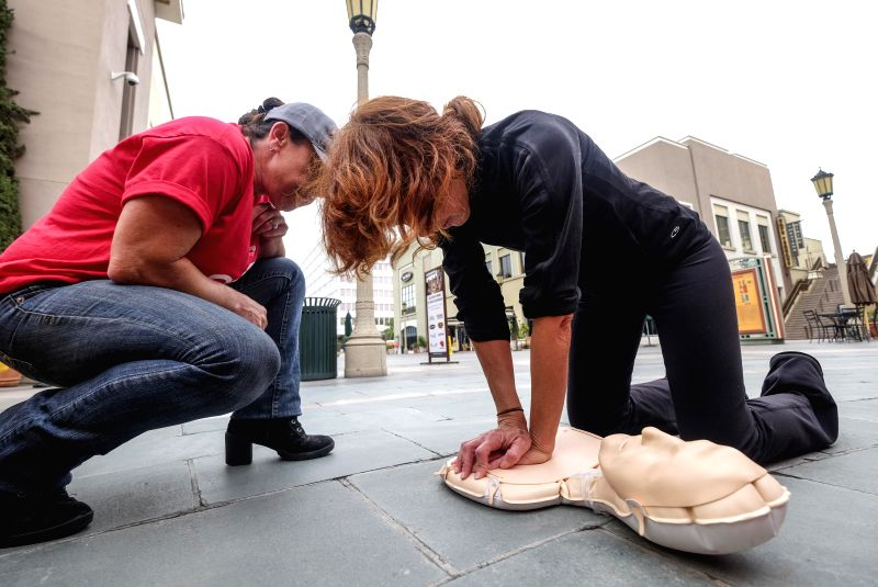 LOS ANGELES, June 3, 2017 - A participant performs CPR on training doll during the Sidewalk CPR Day in Los Angeles, the United States on June 1, 2017. The CPR trainings were provided by local ...