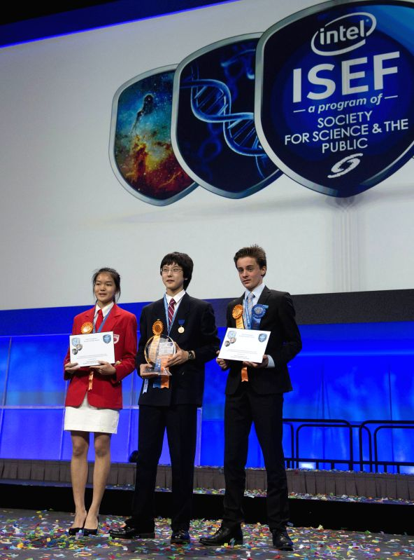 The Gordon E. Moore Award winner Nathan Han (C), Intel Foundation Young Scientist Award winners Lennart Kleinwort (R) and Shannon Lee receive their awards during