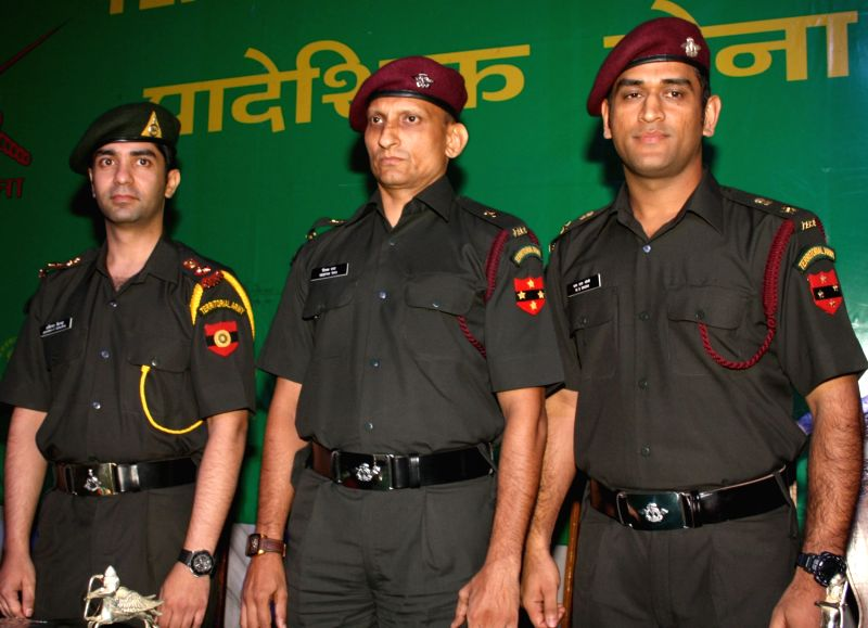 LT Col. (Hony) MS Dhoni, Maj (Hony) Dr Deepak Rao and LT Col (Hony) Abhinay Bindra at felicitation function by Territorial Army in New Delhi on Tuesday 1 November 2011. (Photo: I) - MS Dhoni and Deepak Rao