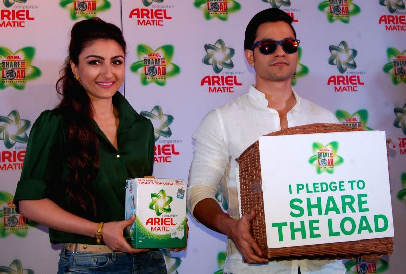 Actors Soha Ali Khan and Kunal Khemu during a press conference in Lucknow on Feb 12, 2015.