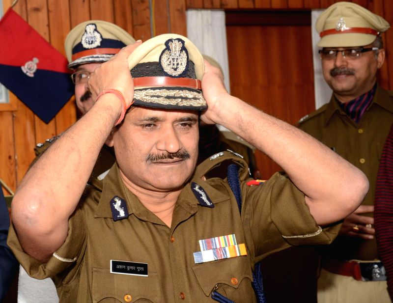 New DGP of Uttar Pradesh Arun Kumar Gupta assumes charge in Lucknow, on Jan 1, 2015.