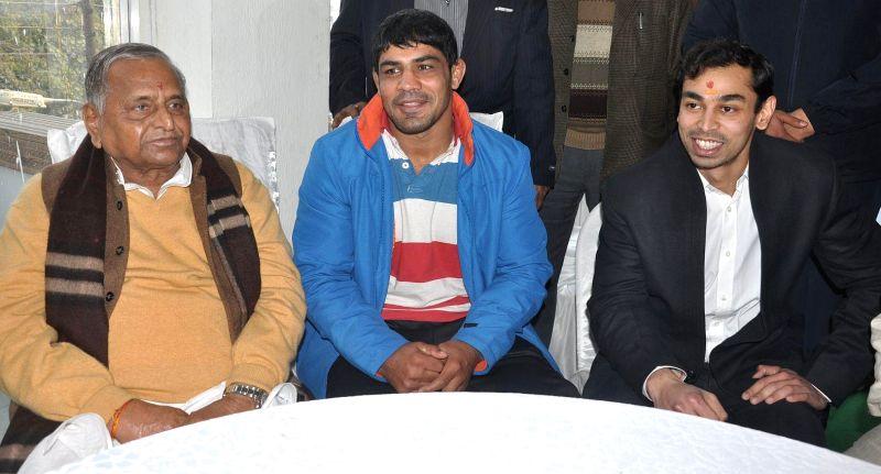 Samajwadi Party supremo Mulayam Singh Yadav and wrestler Sushil Kumar at the inauguration of a fitness club in Lucknow, on Jan 15, 2015. - Mulayam Singh Yadav