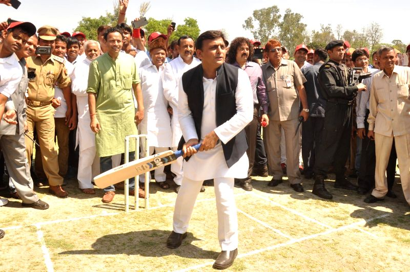 Uttar Pradesh Chief Minister Akhilesh Yadav tries his hands at batting at the inauguration of the ​Indian Grameen Cricket League (IGCL) in Lucknow, on April 6, 2015. - Akhilesh Yadav
