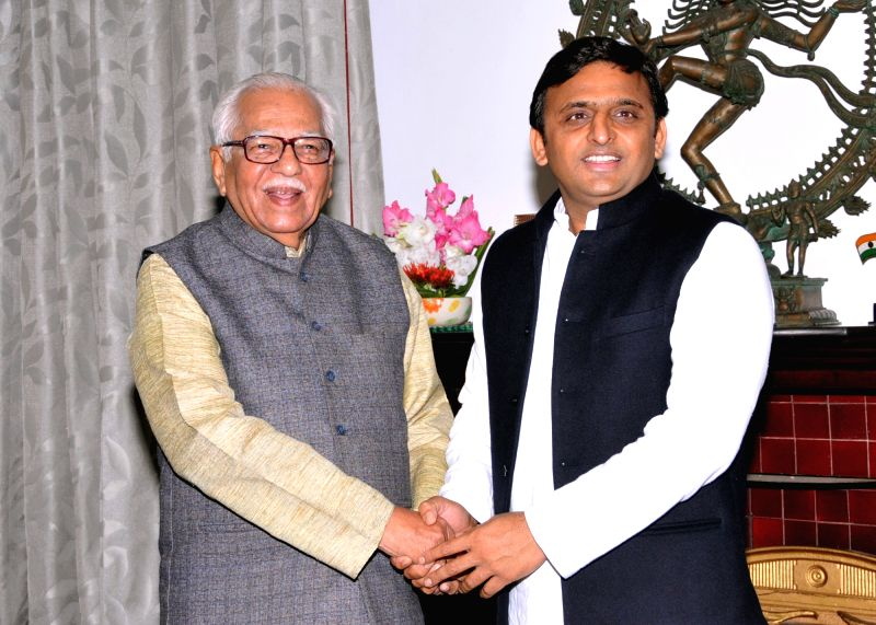 Lucknow : Uttar Pradesh Chief Minister Akhilesh Yadav calls on Governor Ram Naik in Lucknow, on Dec 9, 2015. - Akhilesh Yadav