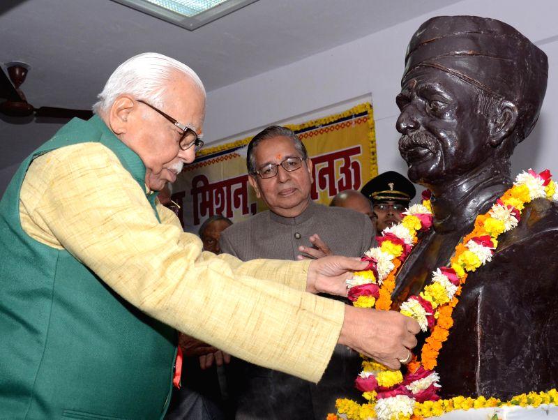 Uttar Pradesh Governor Ram Naik garlands a statue of Pandit Madan Mohan Malviya on his birth anniversary in Lucknow, on Dec 25, 2014.