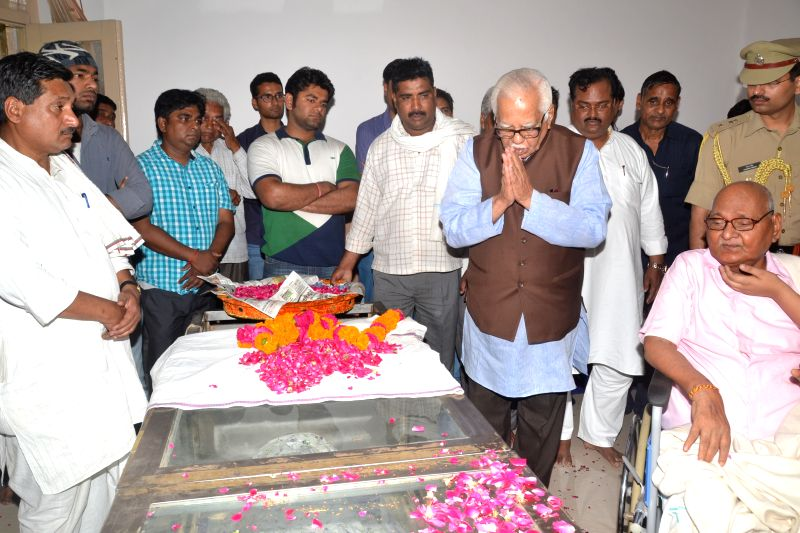 Uttar Pradesh Governor Ram Naik pays tribute to Madhya Pradesh Governor Ram Naresh Yadav's son Shailesh Yadav who was found found dead under mysterious circumstances at his father's ... - Naresh Yadav and Shailesh Yadav